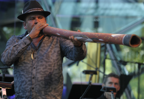 Stan Dryden didgeridoo performance