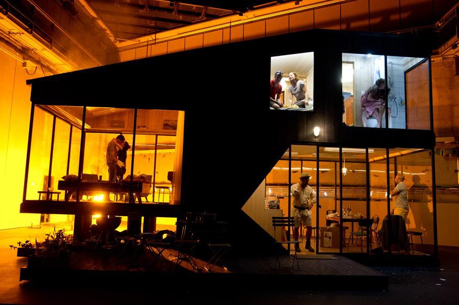 «Drei Schwestern» von Anton Tschechow (Theater Basel, Regie: Simon Stone) ist ans Berliner Theatertreffen eingeladen. ©Sandra Then