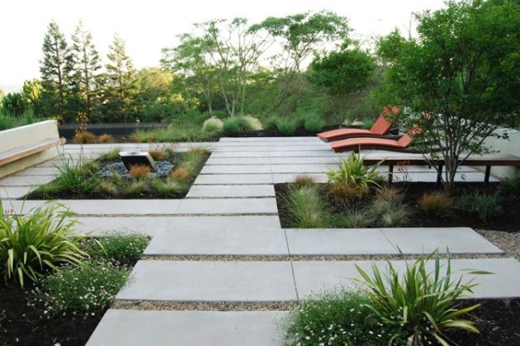 Contemporary garden with lounge chairs