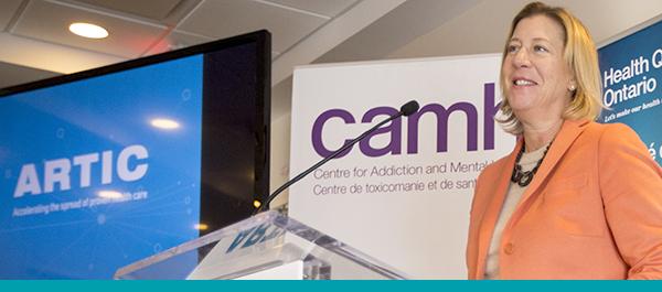 Michelle Noble, directrice générale du Council of Academic Hospitals of Ontario (CAHO), en train de parler du programme ARTIC lors d'une récente annonce