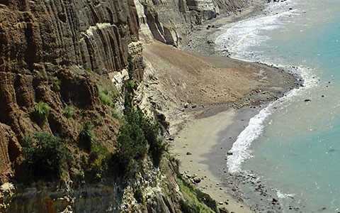 Cape Kidnappers active rockfall.
