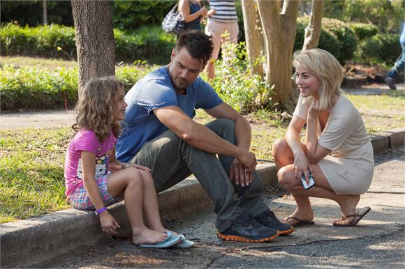 Julianne Hough and Josh Duhamel on the set of Safe Haven.