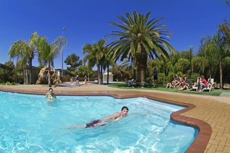 BIG4 MacDonnell Range Holiday Park swimming pool