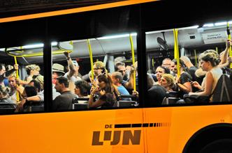 festivalgangers in bus