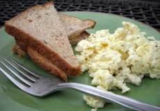 Creamy Scrambled Eggs with a Kick