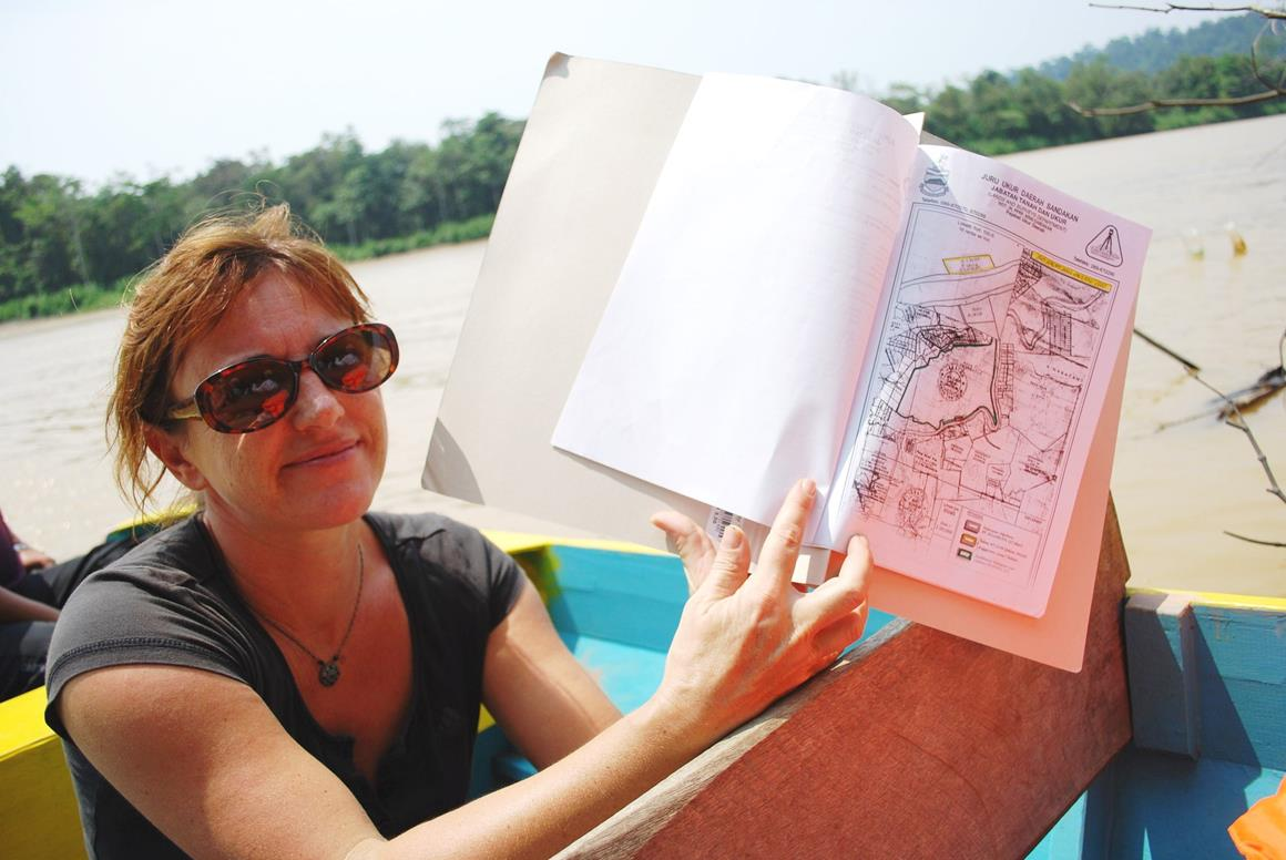 Isabelle Lackman holds up a map of Keruak Corridor. © Emma Beckett.