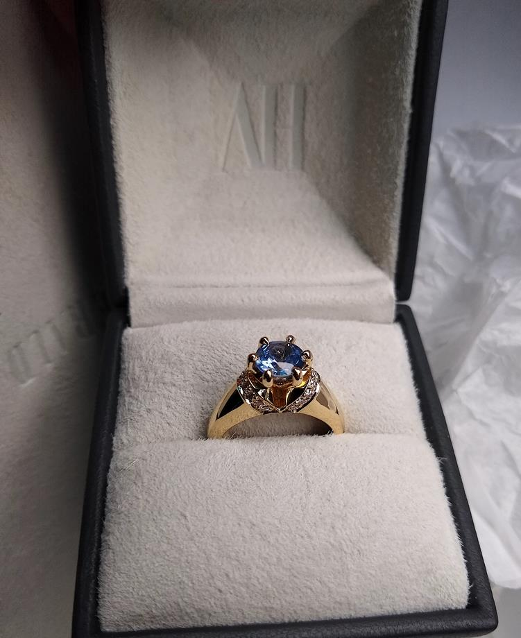 Sapphire and Diamond bespoke ring by Alice Herald