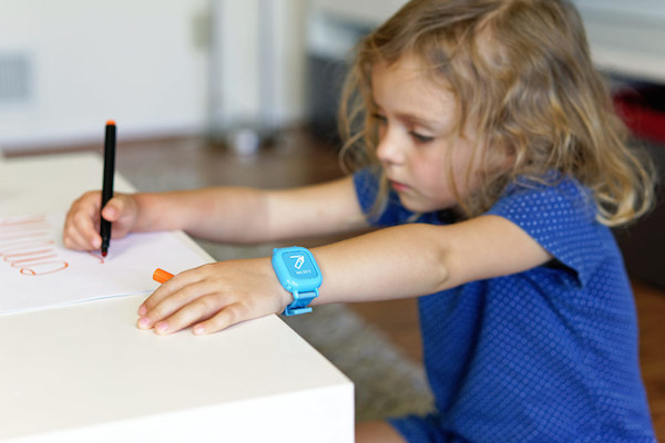 A SMARTWATCH FOR KIDS TO TEACH GOOD HABITS, ORGANIZATION & THE CONCEPT OF TIME