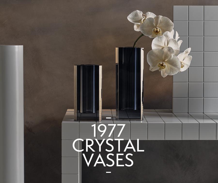 !977 Vases